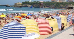 Maillots de bain homme : variés sur la plage de Biarritz
